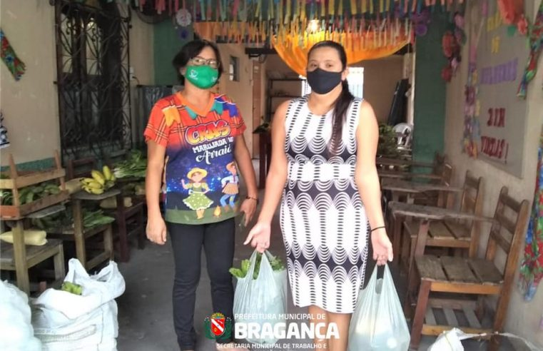 Entrega de Produtos Alimentícios Do Programa PAA às famílias beneficiárias.
