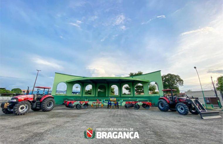 Prefeitura de Bragança recebeu equipamentos agrícolas completos e insumos.