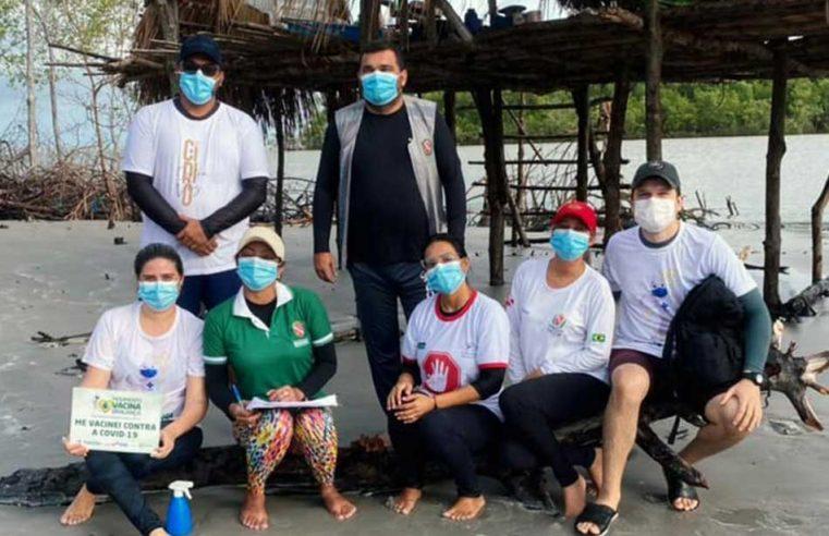 Vacinação em comunidades pesqueiras.