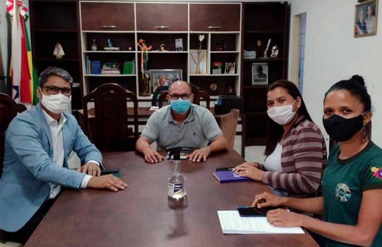 Reunião com gerente da agência local do Basa.