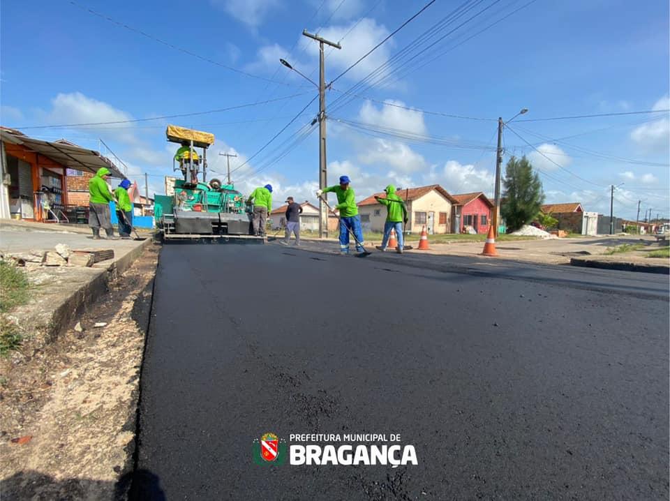 Pavimentação asfáltica no conjunto João Alves da Mota.